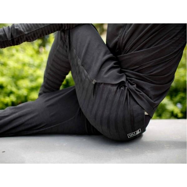 Штаны Compressport 3D SEAMLESS PANTS Черные